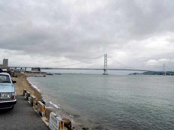駐車場から見た明石大橋