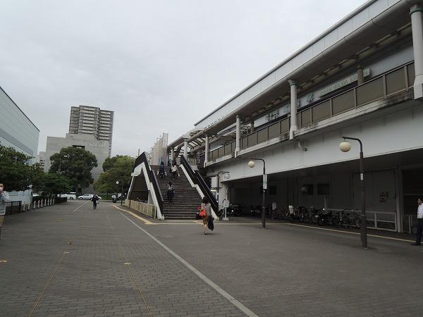 市民広場駅階段下