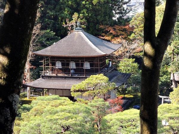 銀閣寺を見下ろす