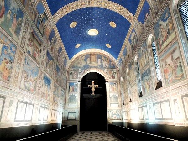 礼拝堂のブルー