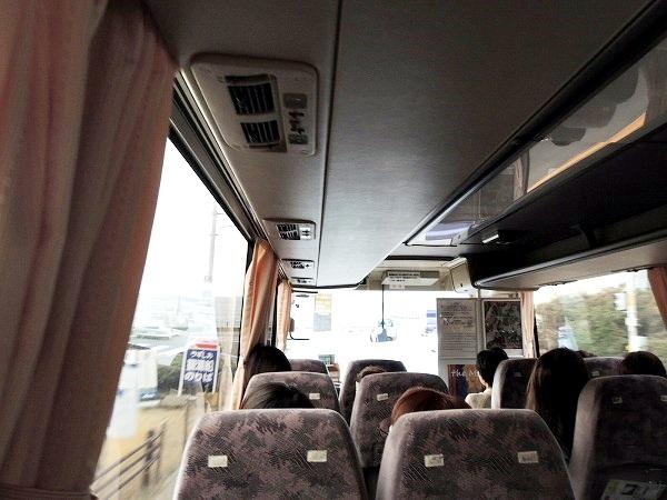 シャトルバス内