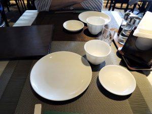 テーブルのお皿