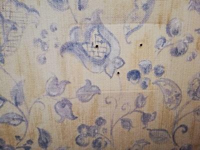 トイレットペーパホルダーを取り外した壁のネジ穴