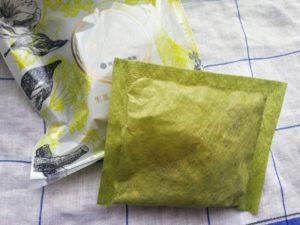 養生薬湯を開封した黄緑色の内袋