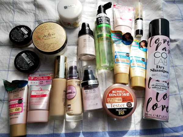 リサイクル買取に出した化粧品を並べた