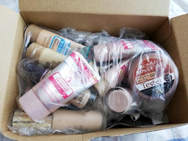 リサイクル買取に出す化粧品を入れた箱