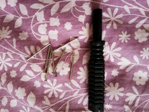 タオル掛け取り付け用のピンと工具