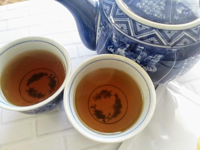 茶流痩々と湯呑み