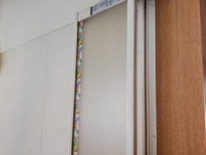 ドアに貼ったマスキングテープ