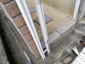 車庫のアコーディオンの支柱