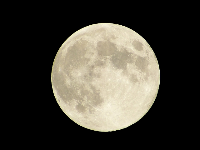 中秋の名月(月齢14.0)