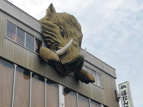 猪の巨大オブジェ