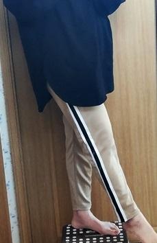 ビッグサイズの長袖Tシャツとジャージパンツ