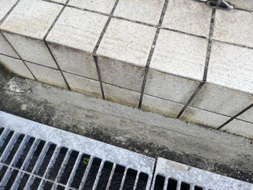 セメントで埋めた穴